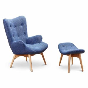 Curved oval armchair with footrest made with wood and coarse fabric
